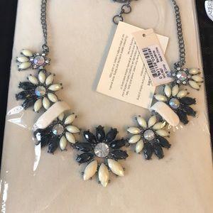 NWT. Black & Cream Daisy Necklace